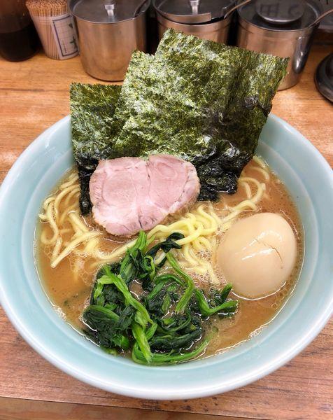 「半熟味玉ラーメン(麺硬め)」@横浜ラーメン 武蔵家 志木店の写真