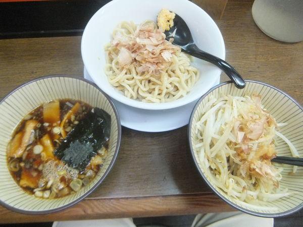 「つけ麺200g750円(野菜増し、ニンニクアブラカツオ多め)」@ラーメン つけ麺 笑福 南森町店の写真