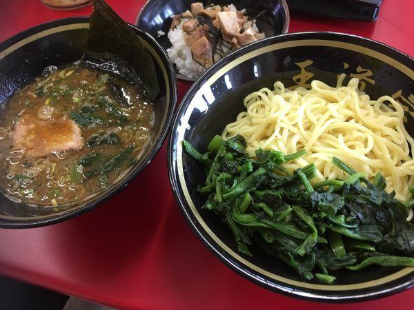 「限定 カレーつけ麺+青菜+半チャーシューまぶし」@家系ラーメン 王道家の写真
