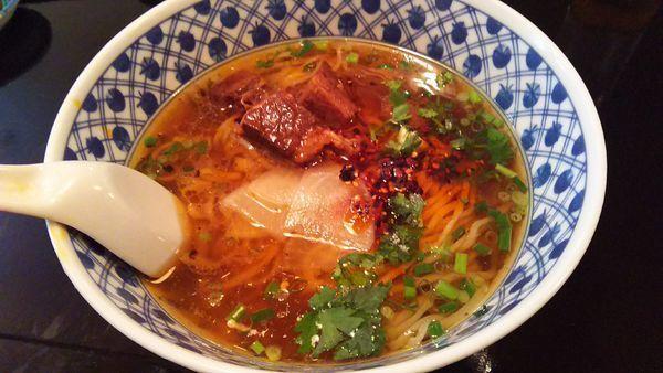 「牛肉拉麺+餃子+サラダ(Bセット)¥1080」@中国蘭州牛肉拉麺 王記 横浜店の写真