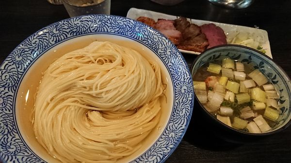 「限定 淡麗昆布水つけ麺塩+特盛+チャーシュー盛り合わせ」@麺処 ほん田 nijiの写真
