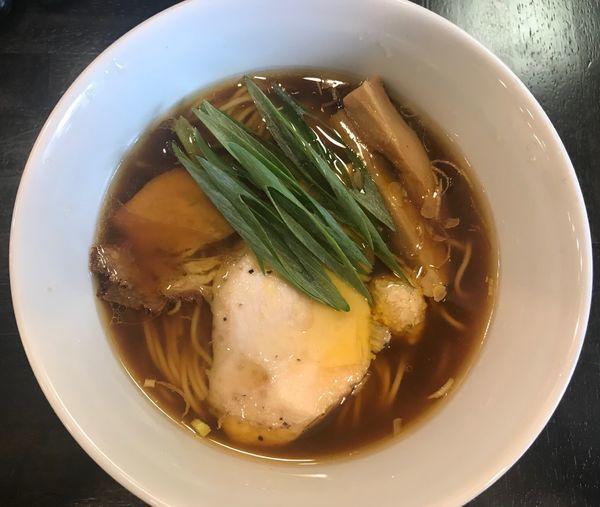 「鶏生醤油ラーメン」@ラーメン あおやまの写真