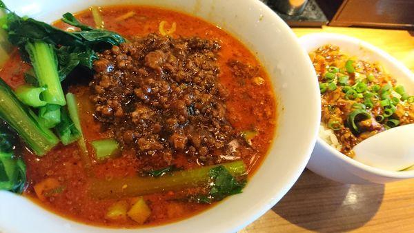 「四川セット 四川担々麺+ミニ麻婆丼+ザーサイ」@上海ブギの写真