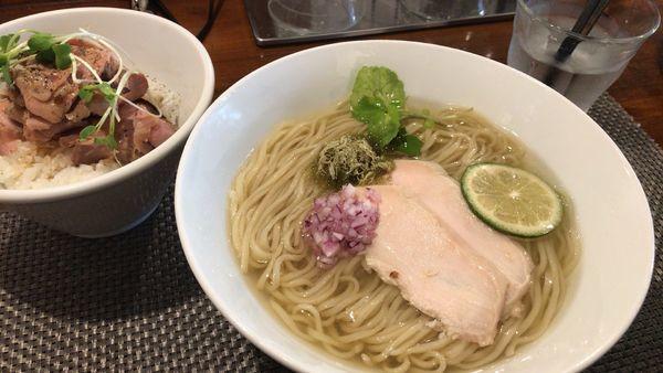 「地鶏と昆布の冷やしそば+ランチセット豚ご飯」@らぁ麺 やまぐちの写真