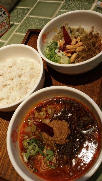 「麻辣汁なし担々麺、青鬼担々麺」@香家 新代田本店の写真