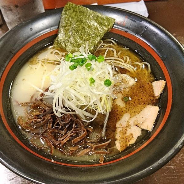 「丸鶏の鶏白湯らーめん780」@らーめん勢 静岡相生店の写真