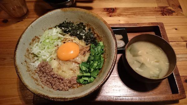「まぜ麺 焦がしチーズ並盛780円」@まぜ麺mahorobaの写真