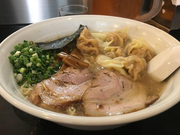 「雲呑麺+大盛り 1000円」@らーめん 茂木の写真