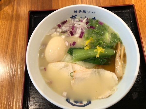 「極上鶏白湯ソバ+味玉子」@博多鶏ソバ 華味鳥 新宿三井ビル店の写真