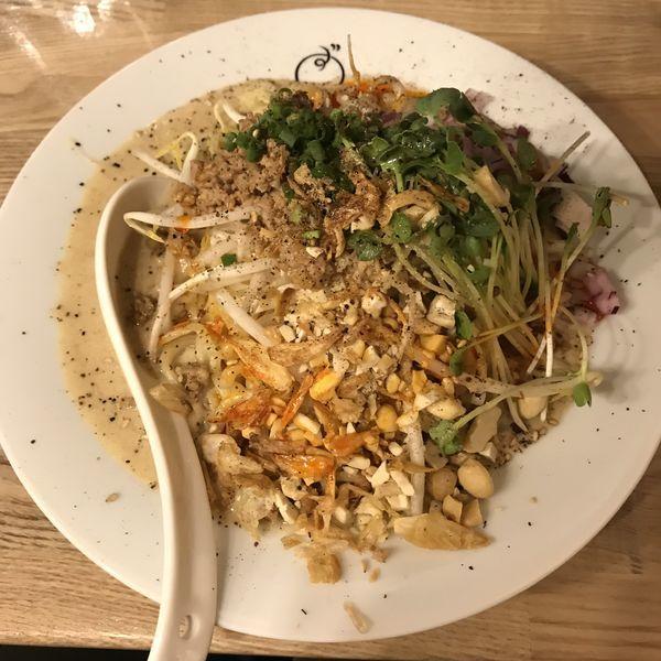 「【名物】ぶたよこ汁なし担々麺(¥850)」@もつ焼きと担々麺 ぶた横丁 京急蒲田店の写真