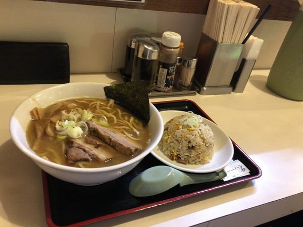 「ラーメン 730円 ミニチャーハン 280円」@麺屋ゆうの写真