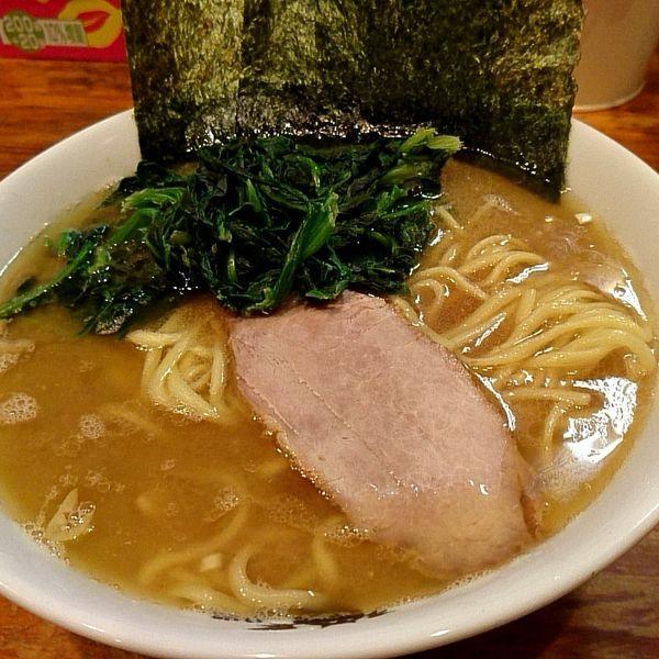 「中盛ラーメン+ほうれん草多め(800円+50円)」@洞くつ家の写真