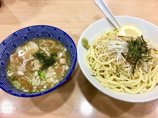 「豚バラ塩ガーリックつけ麺」@スミレ食堂の写真