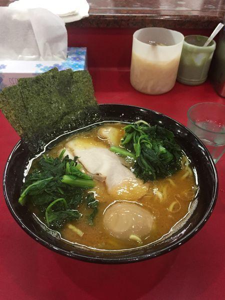 「ラーメン(中)+青菜 味玉 アブラ多め」@杉田家 千葉店の写真