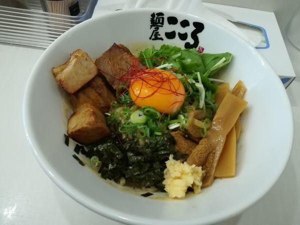 「8/24 肉メンのせ混ぜ麺900円」@麺屋こころ 金沢八景店の写真