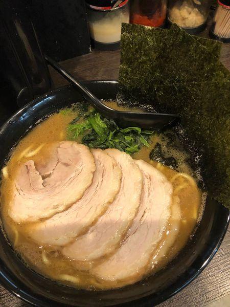 「チャーシュー麺中盛1050円、硬め濃いめ」@横浜家系らーめん 夢家の写真