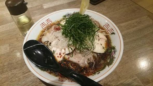 「冷やし肉ソバ980円」@ソラノイロ トンコツ&キノコの写真