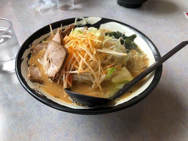 「ネギ味噌チャーシューバター大盛り」@らーめん すすきの 岩井店の写真