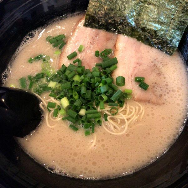 「とんこつ【醤油ベース】680円」@博多とんこつラーメン しろひげの写真