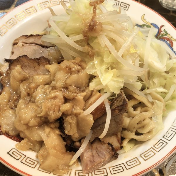 「必殺肉油そば(+肉6枚)+野菜の山+背脂」@裏龍介の写真