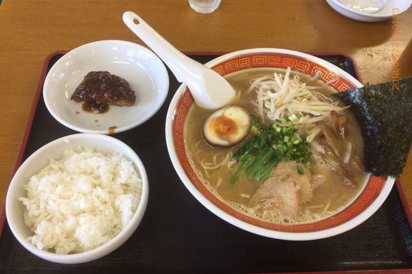 「本日のランチ (ラーメンと半ハンバーグ、ライス) 780円」@タイガー食堂 浦安の写真