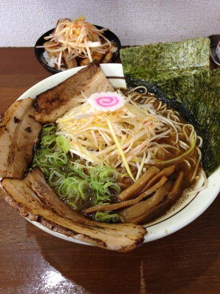 「ネギラーメン900円 まかないチャーシュー丼280円」@麺屋こうきの写真