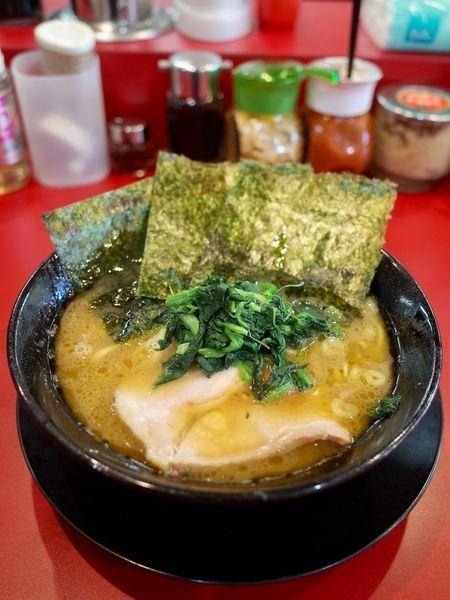 「ラーメン…680円 麺ヤワめ・味濃いめ・脂多め」@家系ラーメン王道 王道之印の写真