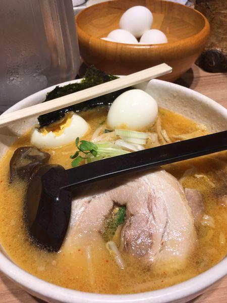 「ゆで卵食べ放題、味噌ラーメン」@白樺山荘 北海道ラーメン道場店の写真