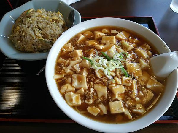 「【限定】麻婆ラーメン+半炒飯 ※コーヒー1杯無料」@中国料理 竹園の写真