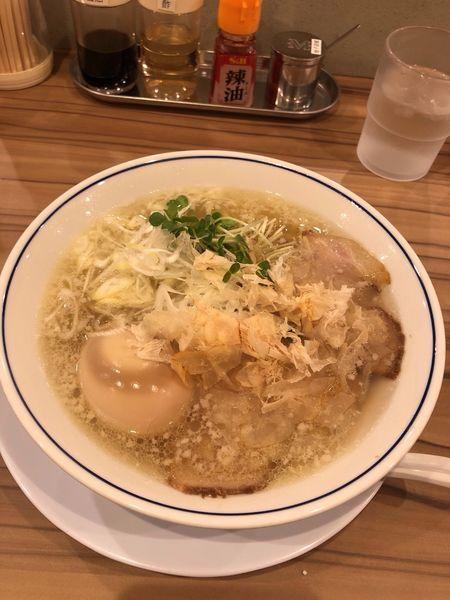 「味玉塩らーめん 850円」@らーめん鱗 西中島店の写真