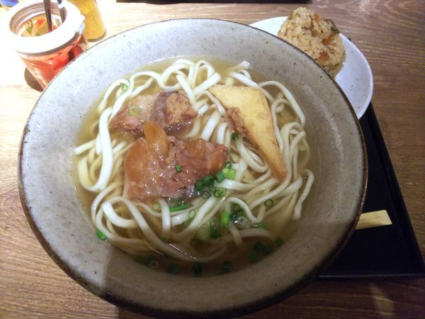 「ソーキそば 中 850円」@沖縄料理 新風の写真
