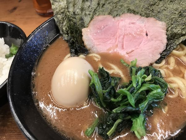 「のり半熟味玉ラーメン+サービスライス」@横浜家系らーめん 武道家 吉祥寺店の写真