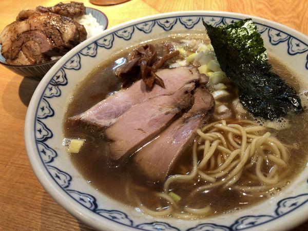 「煮干しらーめん 780円 肉めし 330円」@つじ田 奥の院の写真