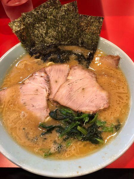 「チャーシュー麺中盛、硬め濃いめ」@横浜家系ラーメン 黄金家の写真