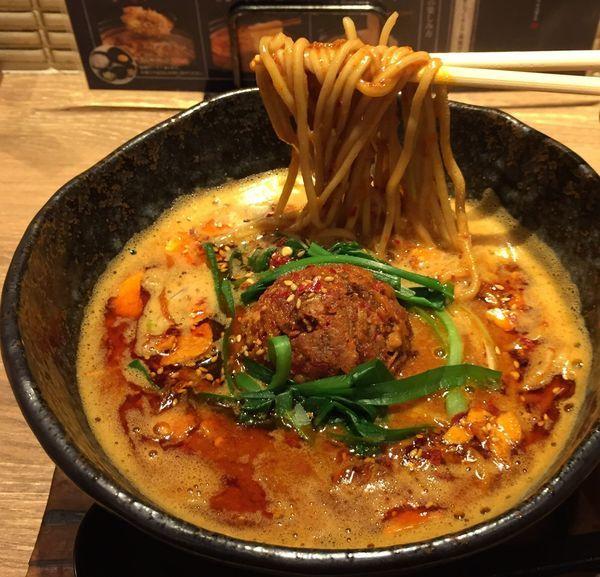 「辛いどろ味噌麺880円」@味噌が一番 中野サンモール店の写真