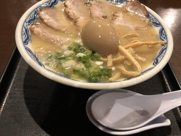 「博多チャーシューメン+半熟味たまご+〆のご飯 @1300円」@博多麺房 赤のれん 丸ビルの写真