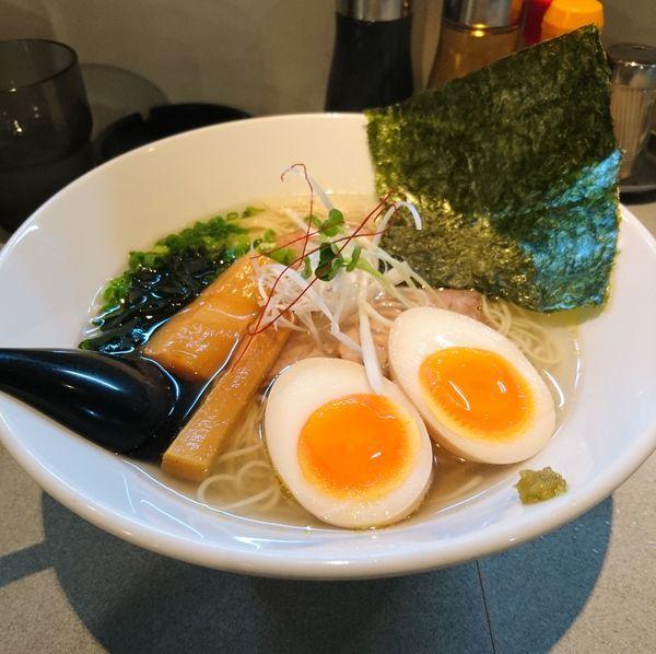 「しおらーめん 味玉」@麺屋 はちまるの写真