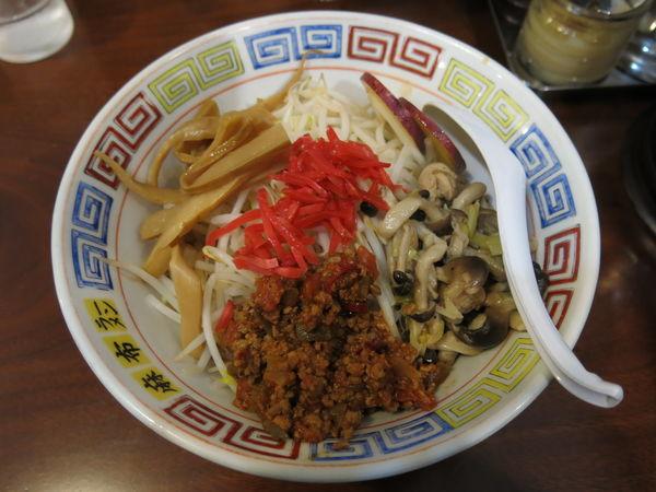 「たくさんのキノコと若鶏のまぜそば(秋季限定):850円」@麻布ラーメン 慶応三田店の写真
