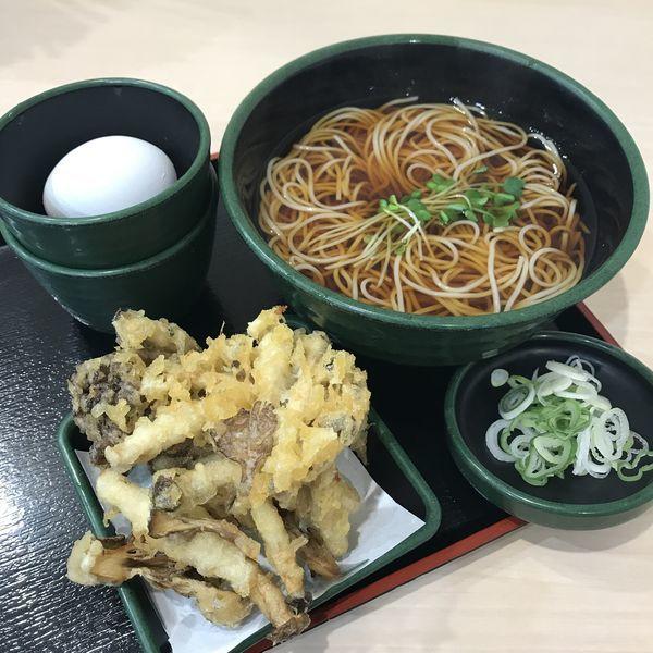 「【季節限定】きのこ天(¥500)+生玉子(クーポン)」@ゆで太郎 神田司町店の写真