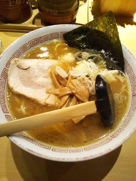 「醤油らーめん」@つけ麺屋 やすべえ 池袋店の写真