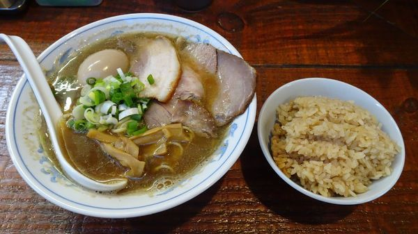 「煮干しそば味玉入り(850円)+煮干しご飯」@初代青樹の写真