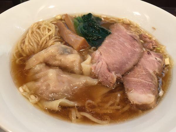 「ワンタンメン味玉入り(900円)」@麺匠 きくちの写真