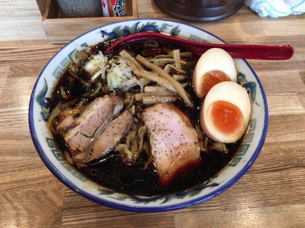 「くじらブラック+味玉」@くじら食堂 nonowa東小金井店の写真