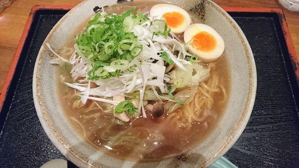 「きのこラーメン」@越後秘蔵麺 無尽蔵 はえばる家の写真