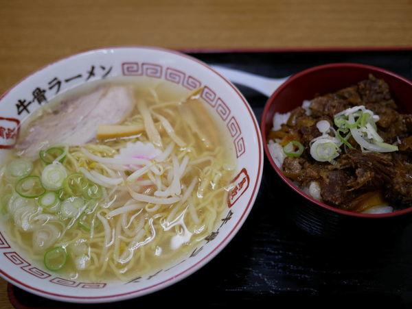 「なつ旨ラーメン 牛すじ丼セット 麺硬め」@ラーメン幸雅の写真