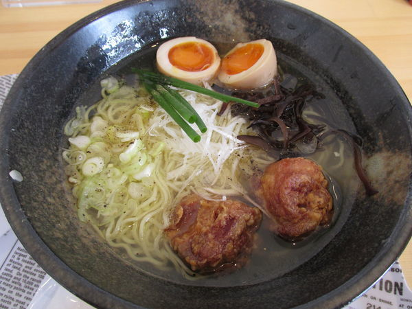 「からあげラーメン+味玉 (750円+108円)」@からあげ 鶏桜 春日部本店の写真