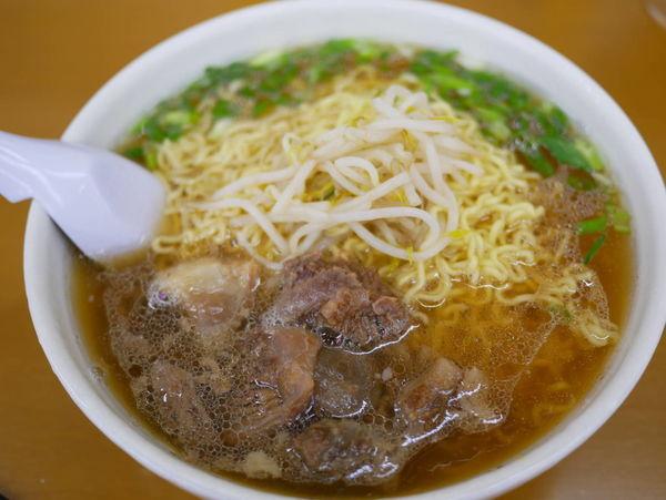 「スジラーメン 大盛 麺硬め+瓶ビール」@ラーメン いのよしの写真