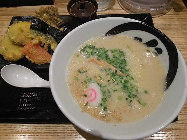 「胡麻豚骨らぁ麺 +まいたけ(サービス券)」@天丼・らぁ麺 ハゲ天の写真