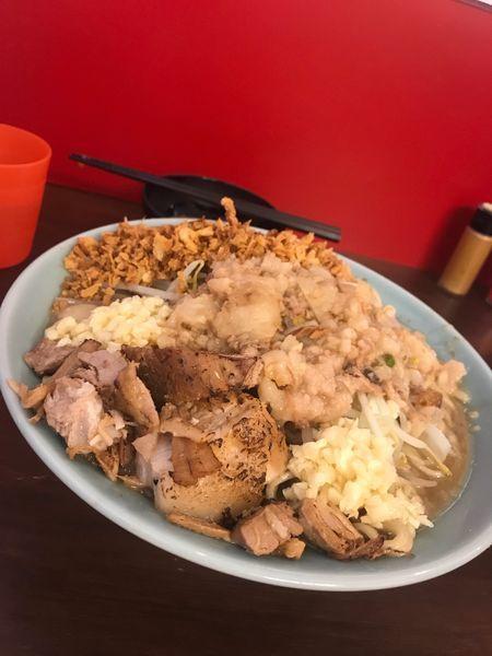 「大ラーメン ニンニクマシマシ、脂マシマシ+揚げネギ+玉子」@龍麺 ふえ郎の写真