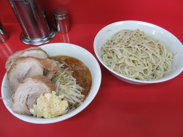 「小つけ麺豚入り ゴマ油(1000円)」@ラーメン二郎 茨城守谷店の写真